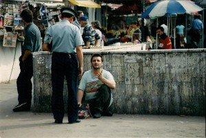 """""""Cerșetor pentru o zi"""", reportaj în """"Național"""", 1999. Foto: Fane Jeg"""