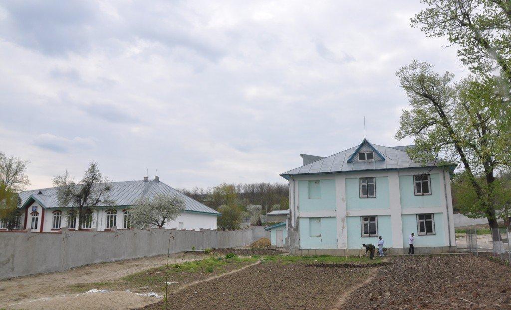 Acum școala e școală, satu-i sat și balamucui-i balamuc.
