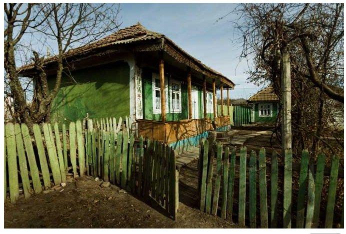 Casa din Copăceni în care s-a născut Adrian Păunescu (Fotografii de Bogdan Chesaru)