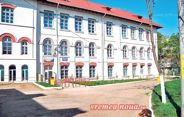 """""""n pavilion masiv, cu aspect de cazarmă, cu nimic diferit pe dinăuntru de căminul de la Trușești"""""""